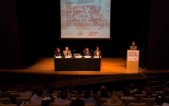 Assista alguns momentos do workshop Os Impactos da Legislação Eleitoral sobre os Meios de Comunicação, ocorrido no dia 25 de agosto, em São Paulo.